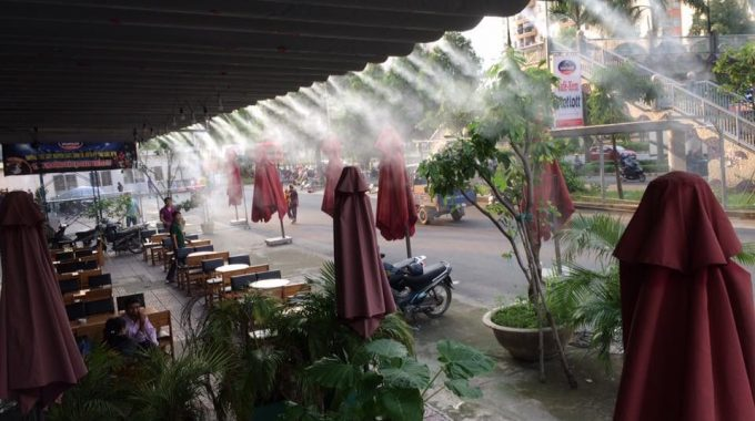 Máy phun sương tạo ẩm đẩy lùi không gian khô khan, nóng bức